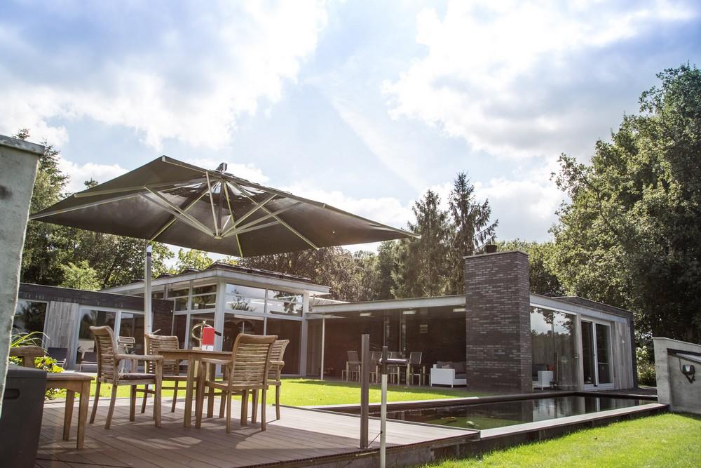 Villa in het bos (voorzien van domotica en beveiliging)